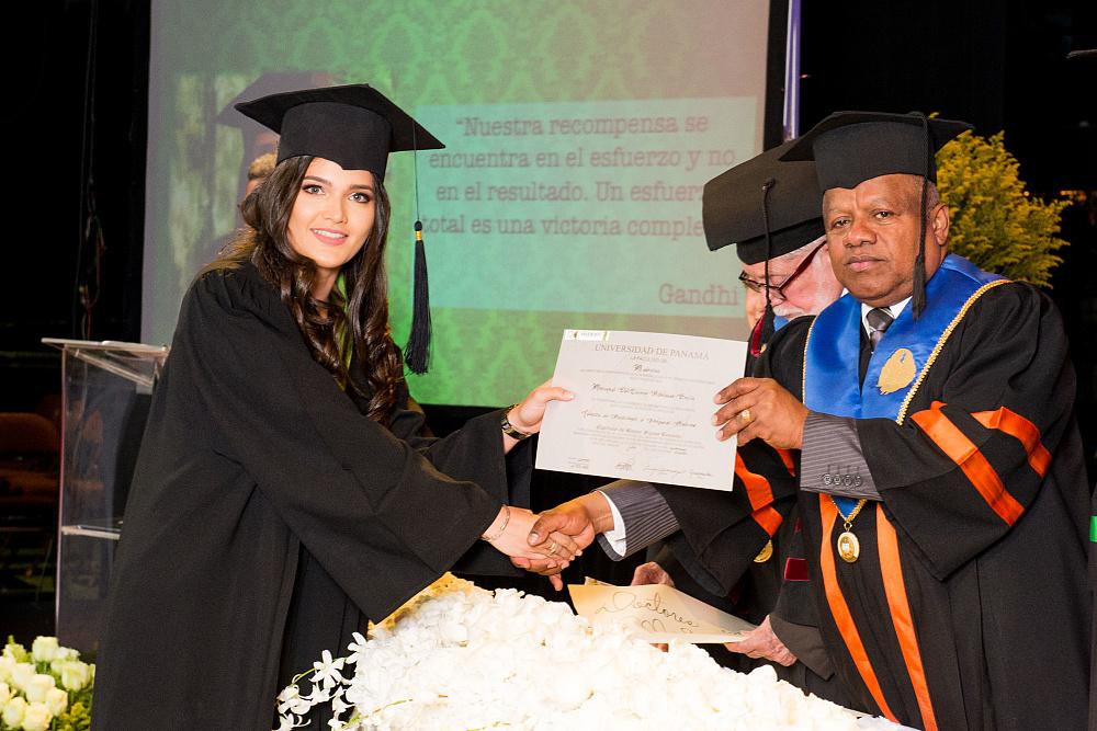 fotos de Graduandos UDI en panama